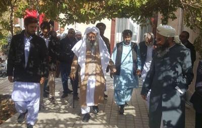 حضور شیخ الاسلام مولانا عبدالحمید در مراسم تشییع جنازۀ مولانا برفی